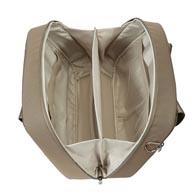 Praktische Innenorganisation mit Halteschlaufen und Netztaschen zur sicheren Unterbringung Ihrer Schönheitsprodukte.