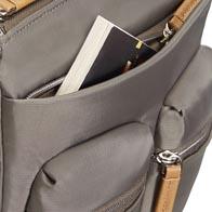 Praktische Außentaschen bieten zusätzlichen Stauraum.