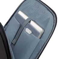 Das Perfect-Fit™ Laptopfach passt sich den neuesten Laptops, MacBooks und Ultrabooks bis 17,3″ an.